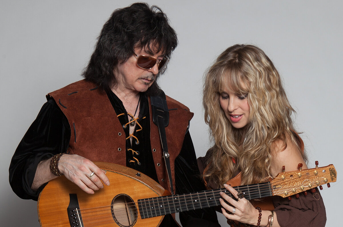Blackmore's Night - «It Came Upon A Midnight Clear»