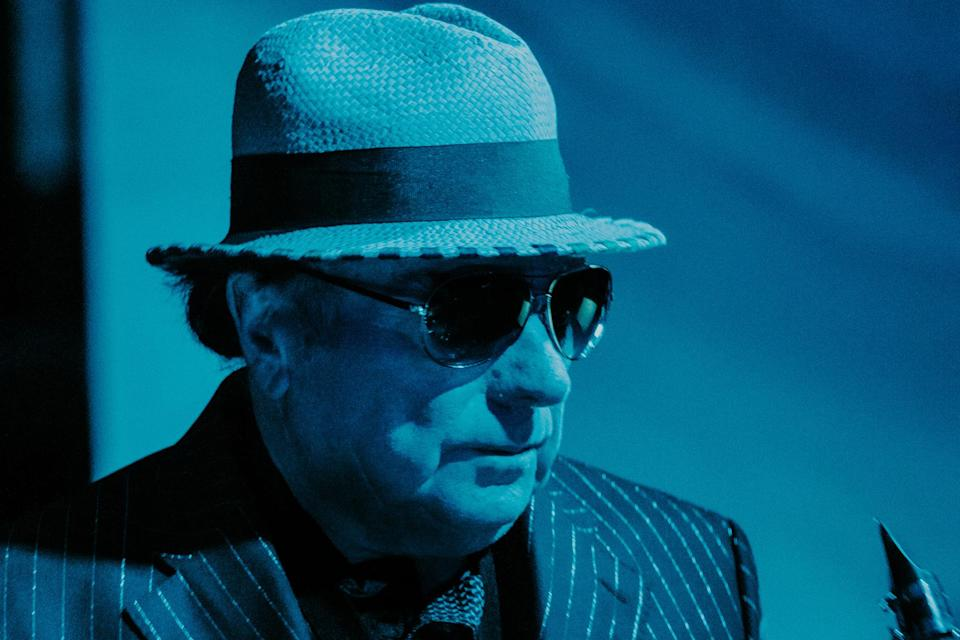 Van Morrison - «Love Should Come With a Warning»