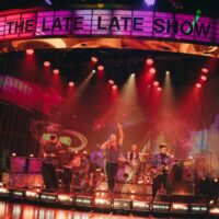 Coldplay исполнили «My Universe» на The Late Late Show